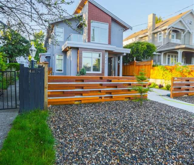 242 W 28th Street, Upper Lonsdale, North Vancouver 2