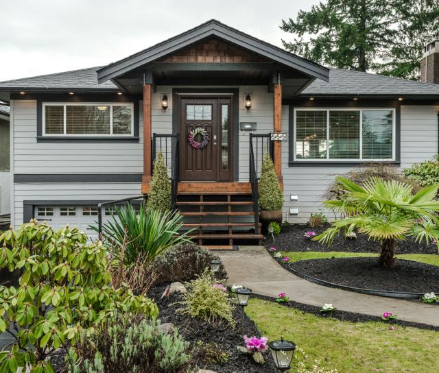 555 West 22nd Street, Hamilton, North Vancouver